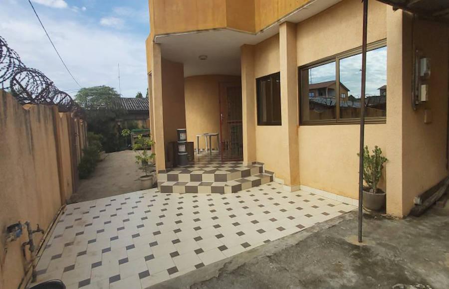 Belle villa à Fidjrossè
